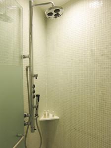 hotel-shower